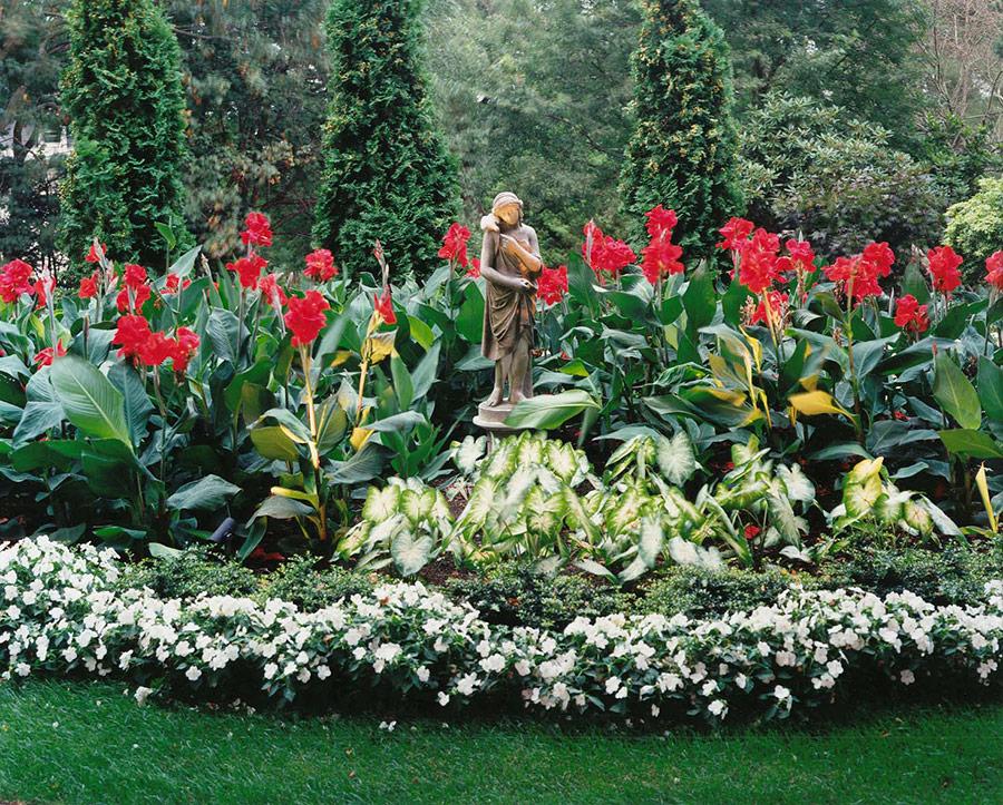 DiBona,-Newport-Garden-statue-flowers